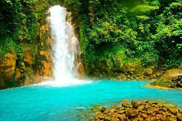 Río Celeste. Que ver en Costa Rica